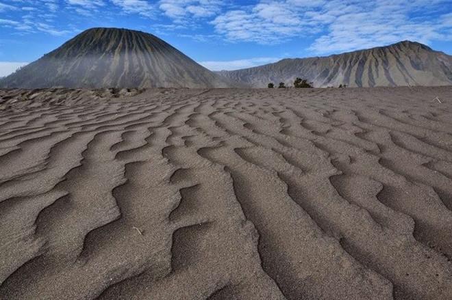 Lautan pasir di Taman Nasional Bromo Tengger Semeru.